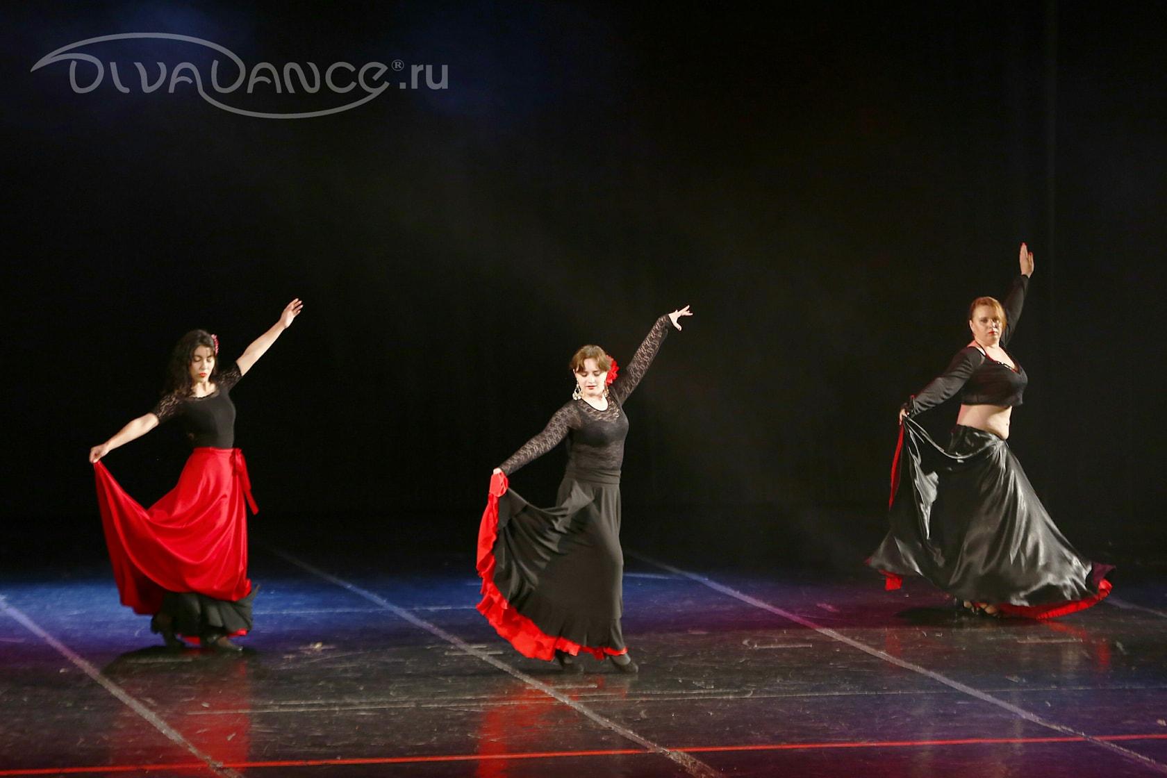 Музыкальную программу для танцев