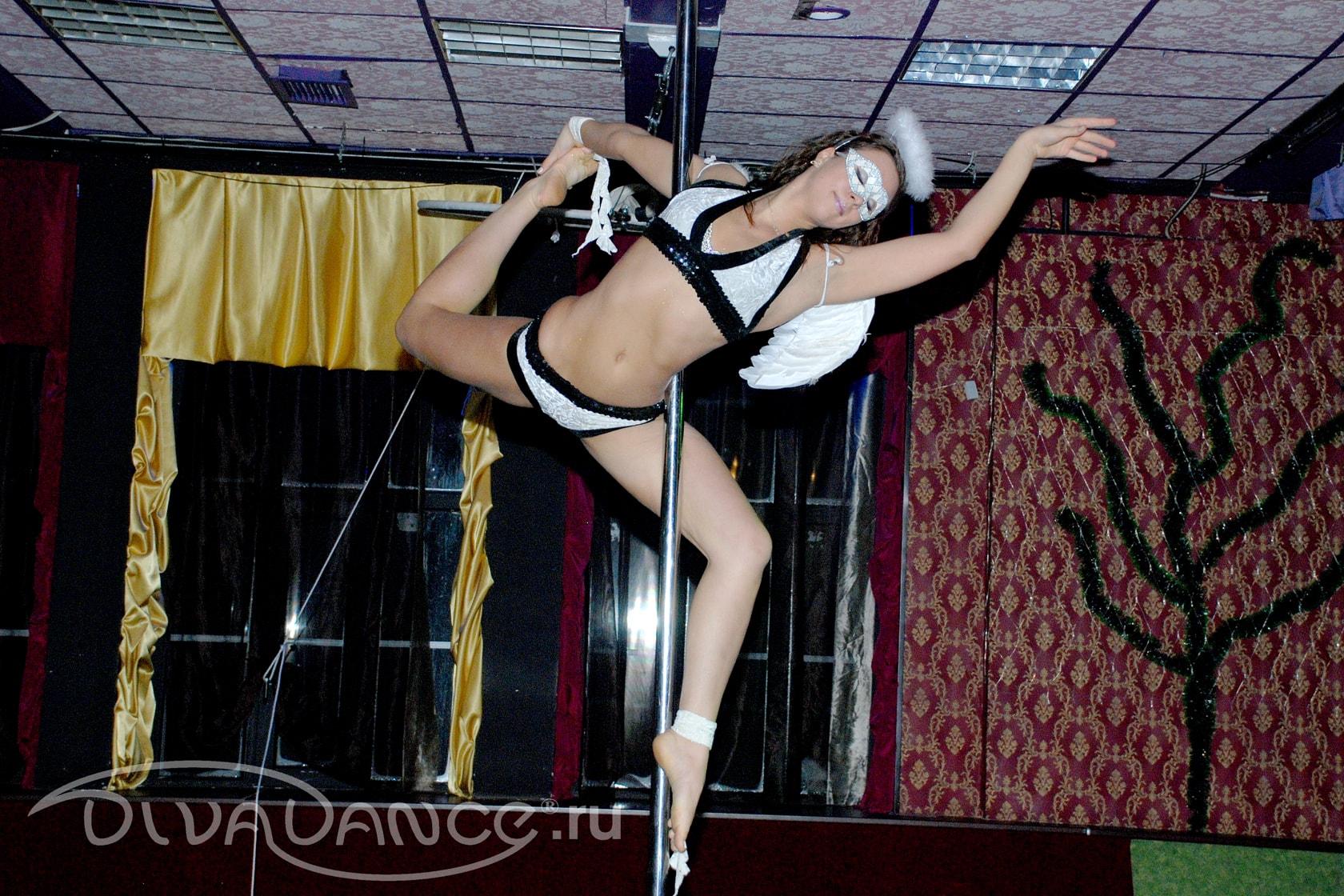 Танец на пилоне без трусиков, японская девушка голая фото