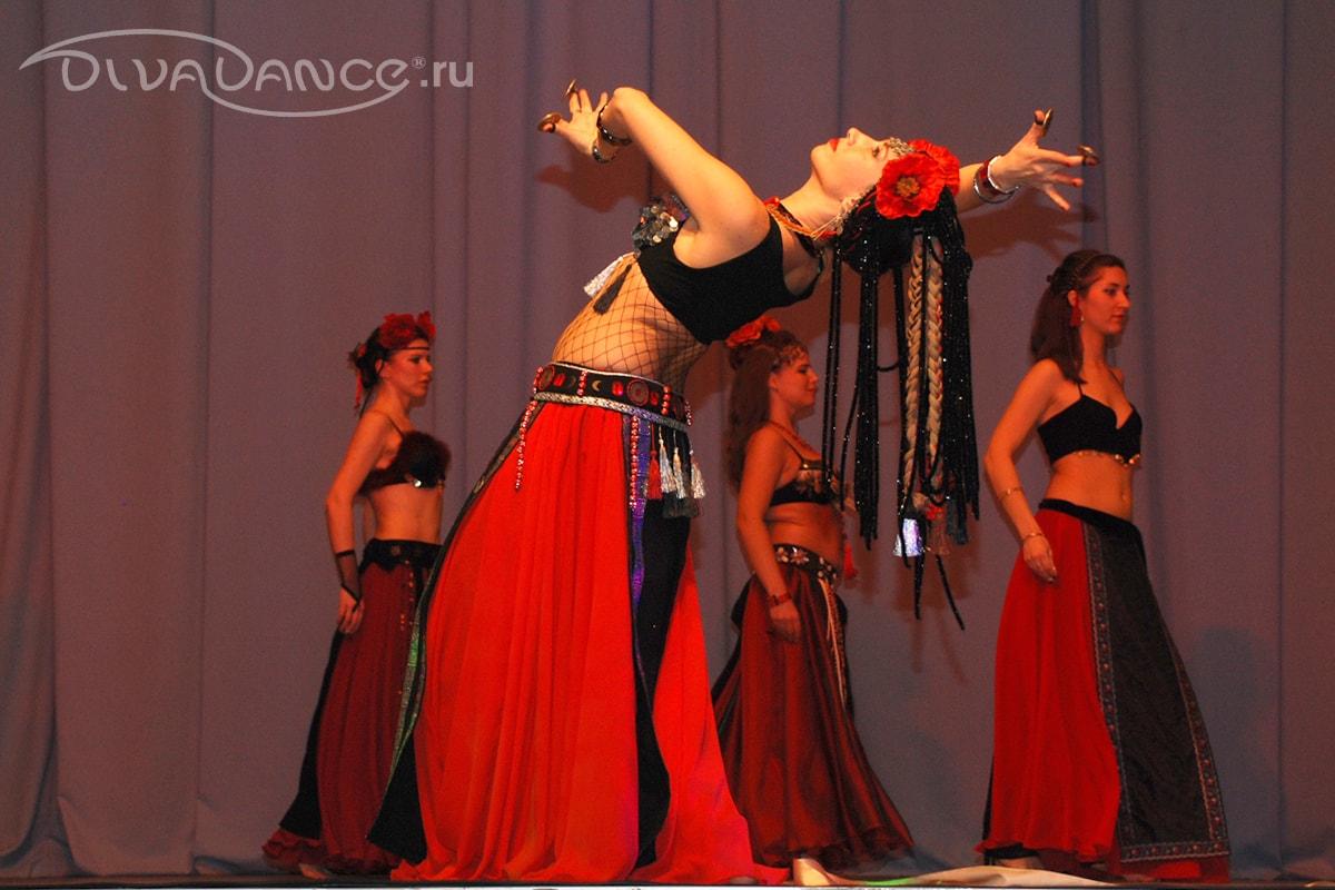 Смотреть сексуальные восточные танцы