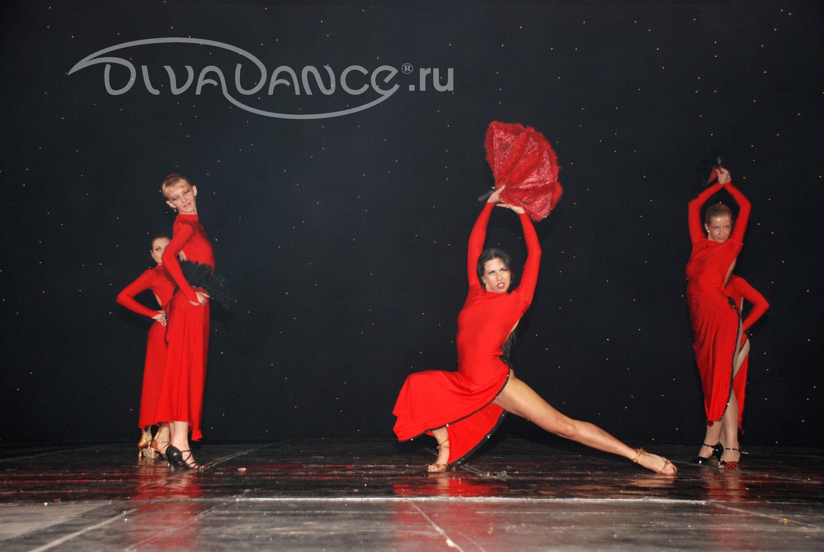 Видео танец в длинных платьях