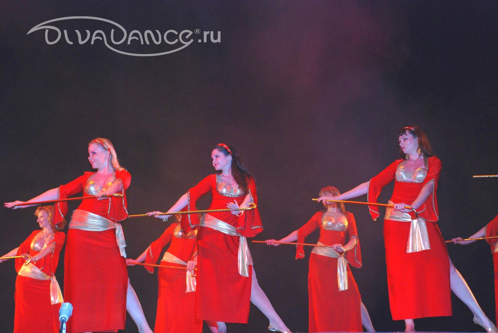 Танец в эротическом наряде 3 фотография
