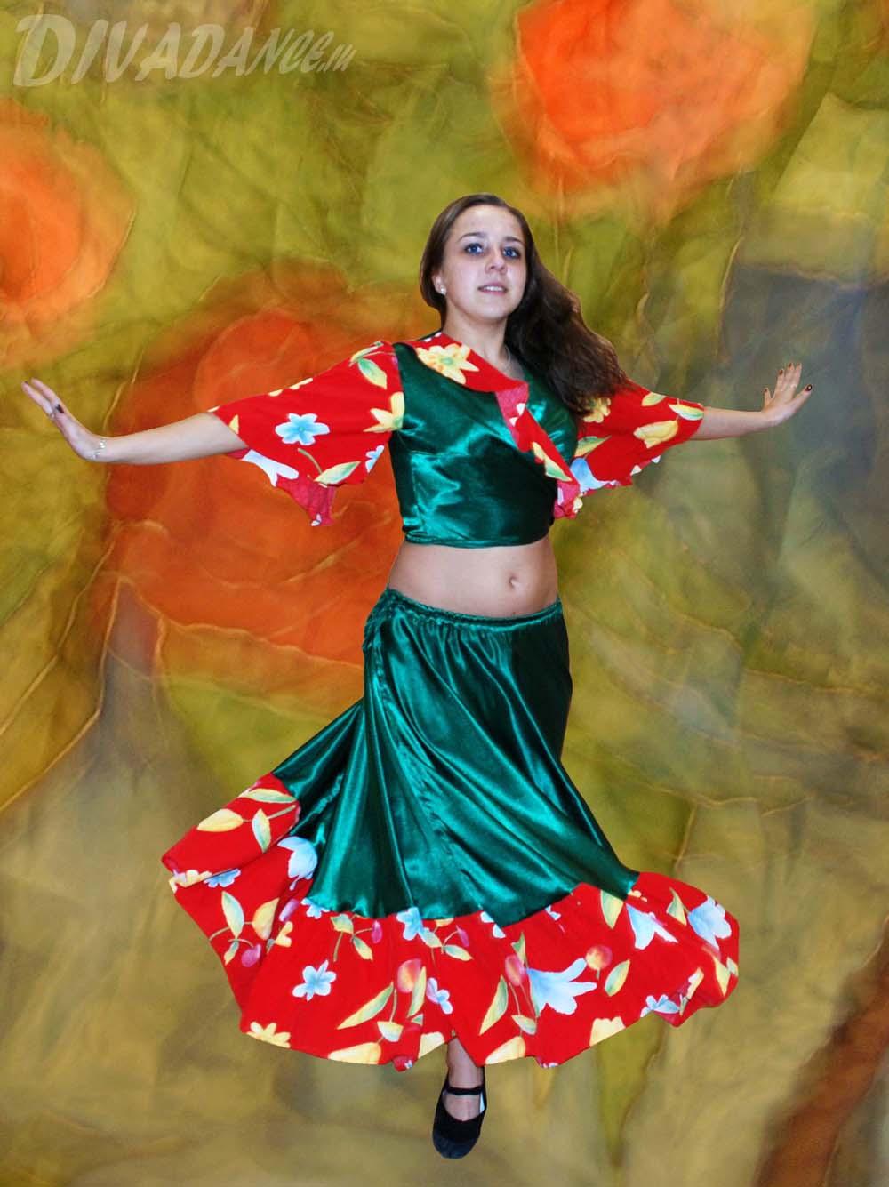 Танец в эротическом наряде 16 фотография